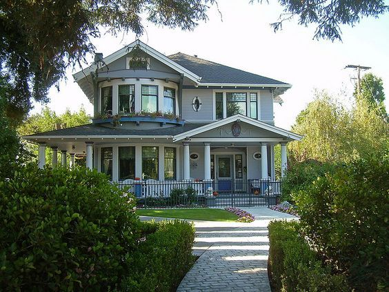 Love The Bay Windows And Wrap Around Porch Craftsman Style Homes Craftsman House Architecture