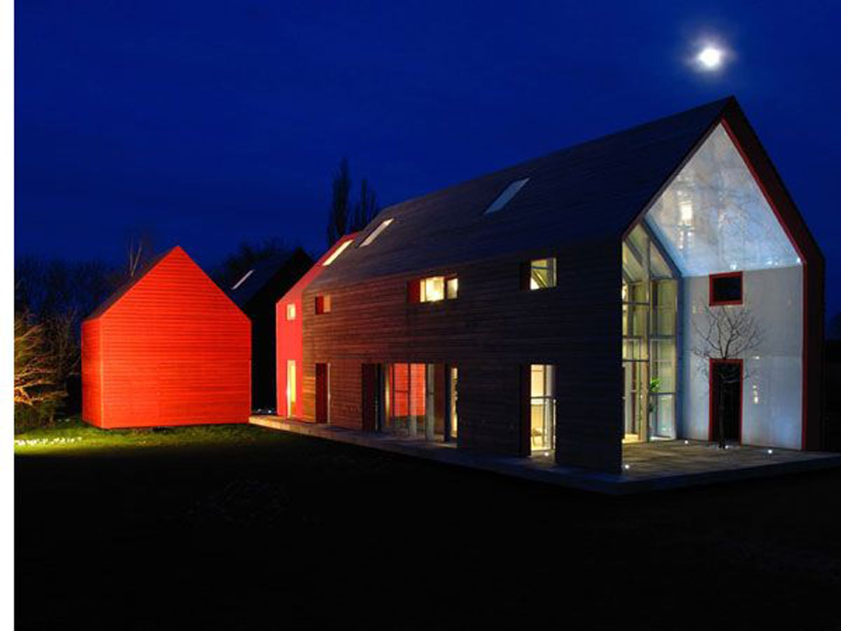 Barn house sliding barn house modern style with glass for Modern looking houses
