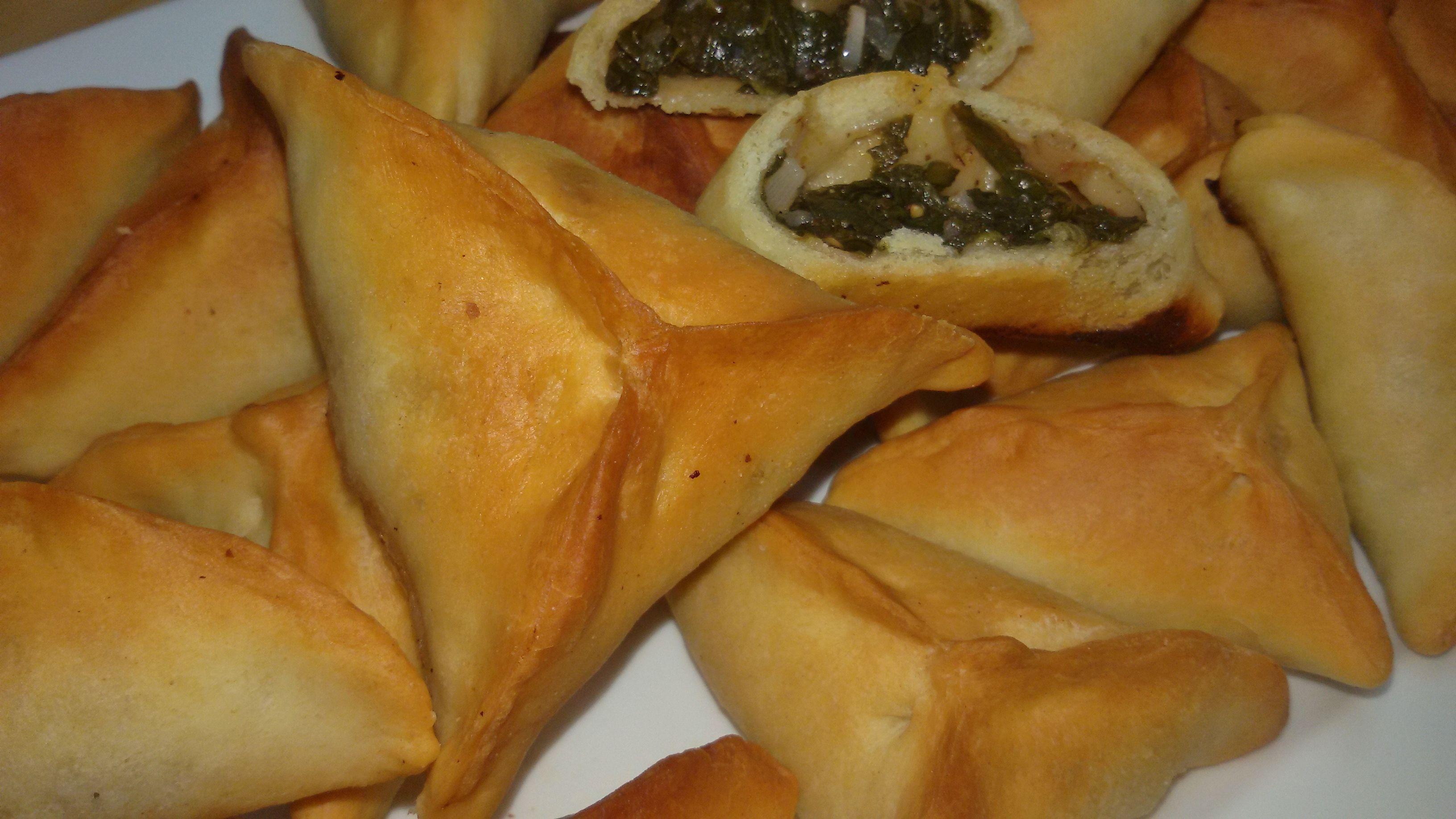 الطريقة ألاصلية لعمل فطائر السبانخ اللبنانية المقرمشة Lebanese Spinach Fatayer طعامي Syrian Food Lebanese Recipes Food