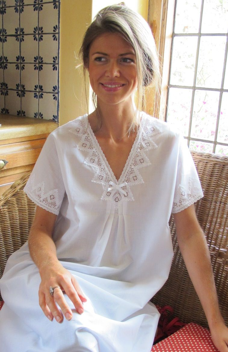 Trimmed with exquisite geometric cotton lace at the v-neck and sleeves 810a0aebb