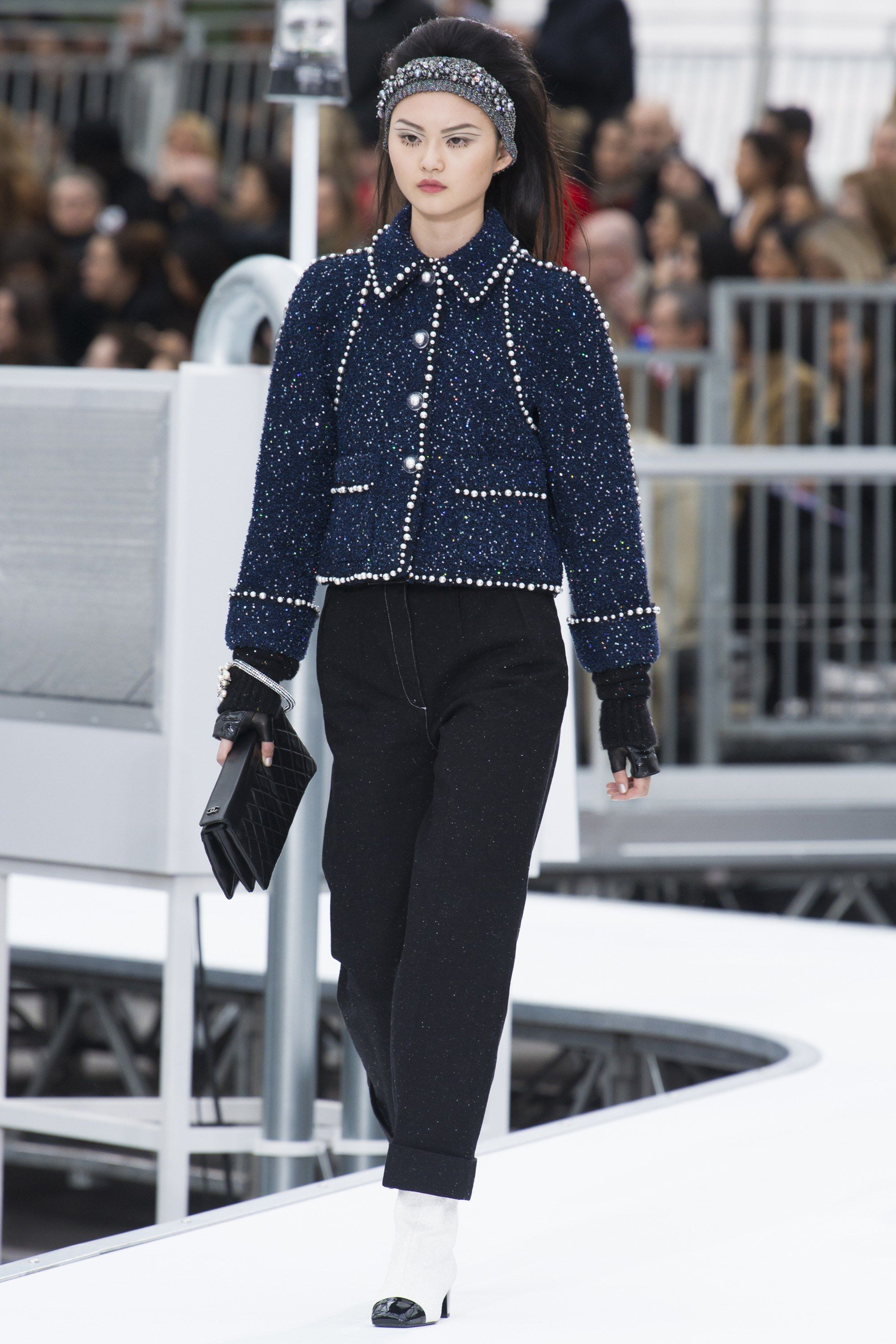 Chanel Fall 2017 Ready-to-Wear Fashion Show | Collection ... - photo #13