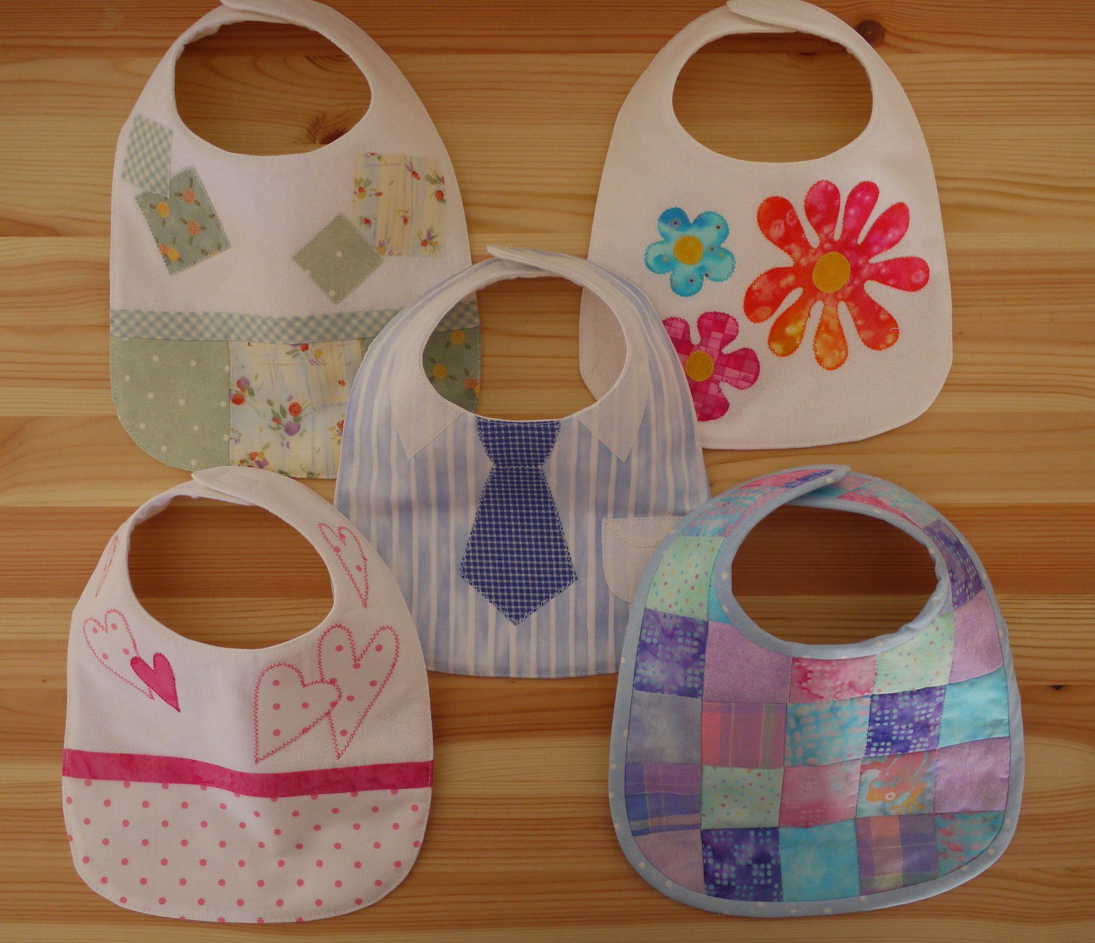 Baby Bibs tutorial -- cute and easy baby shower or newborn gift.  Love the one with the tie, would be cute to make a girl version where it looked like a dress.