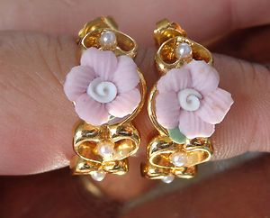 """VINTAGE SGD AVON BOOK PIECE """" Victorian Style """" Porcelain Rose Hearts Earrings"""
