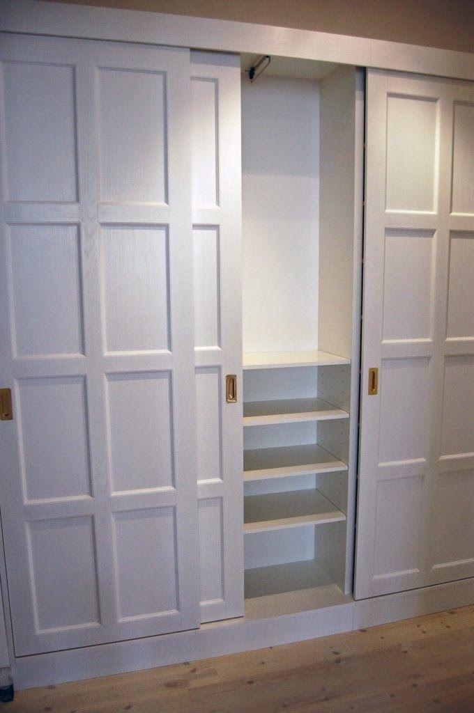 platsbyggd garderob skjutdörrar