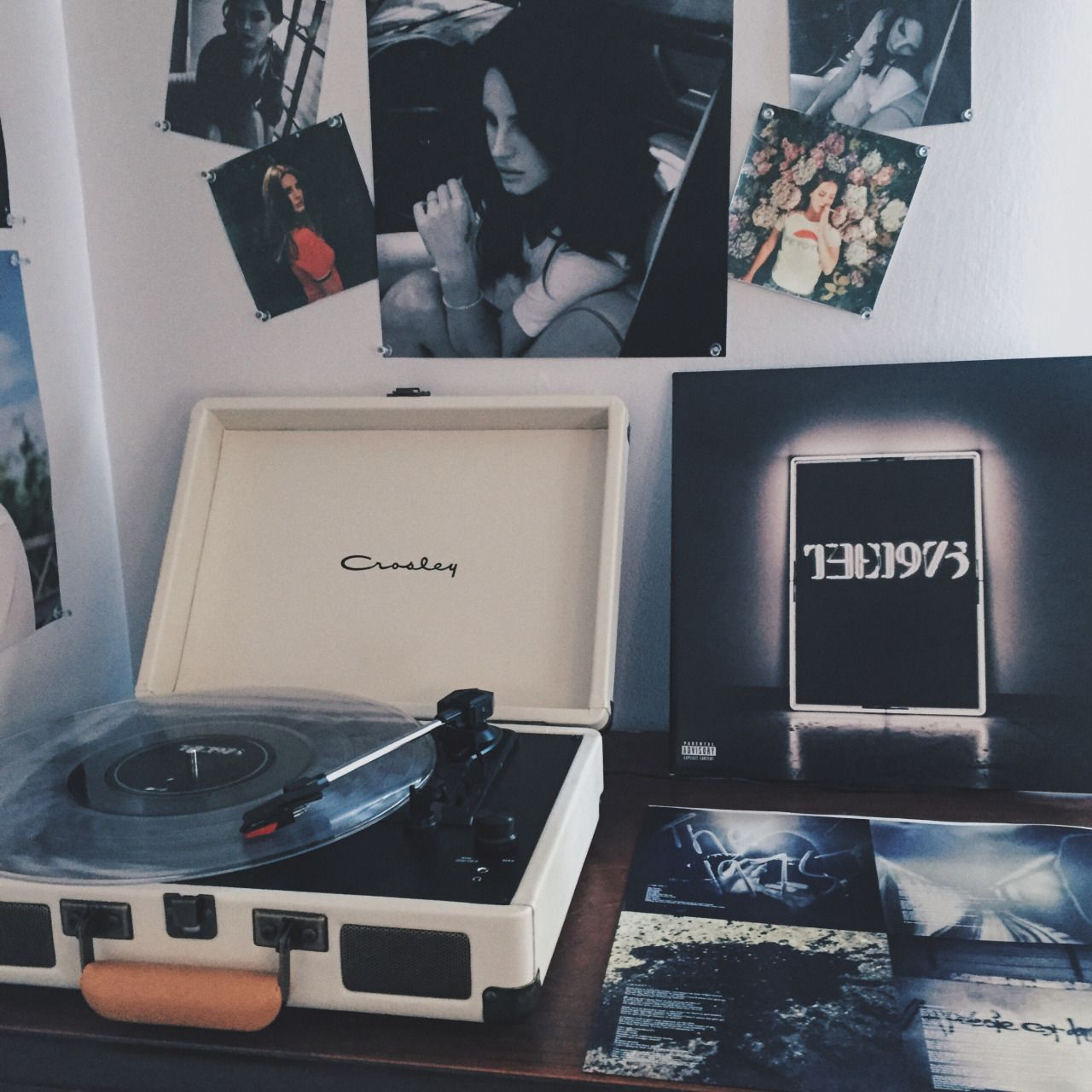 Aesthetic Record Player Wallpaper