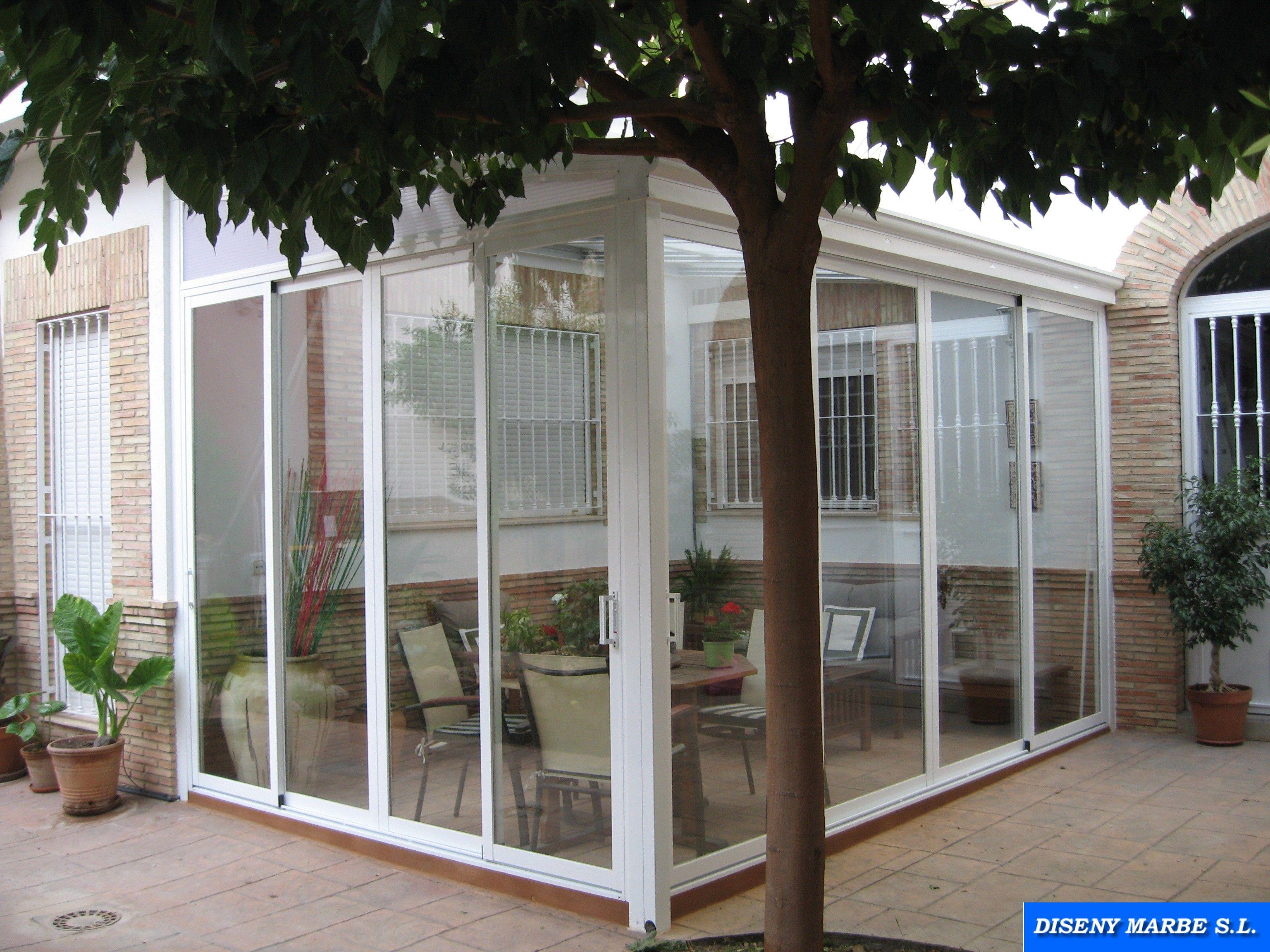 Cerramiento terraza formado por techo de aluminio y for Cerramiento aluminio terraza