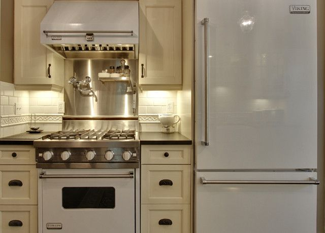 White Viking Range Transitional Kitchen Kitchen Design Small