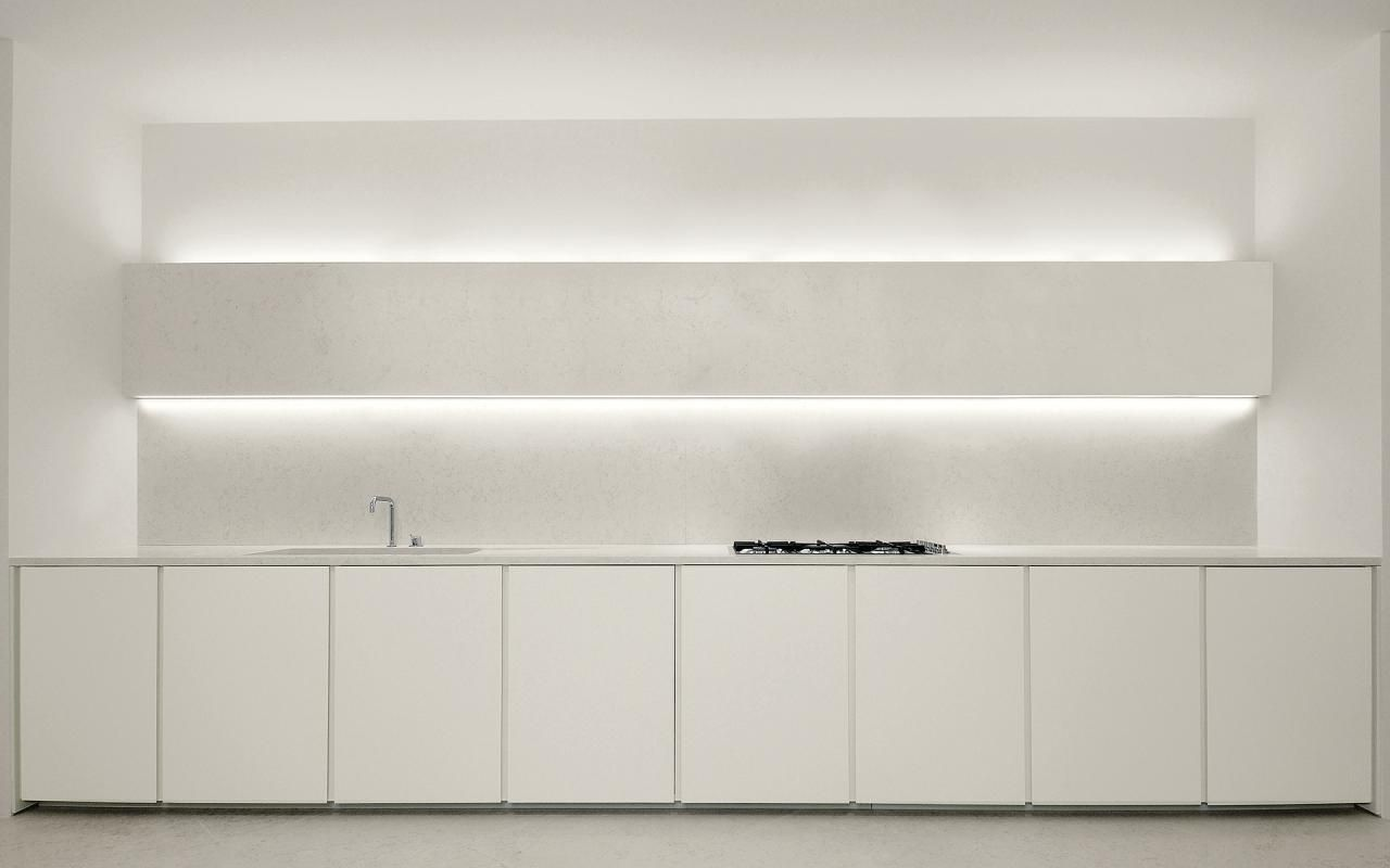 Simple and clean kitchen. The Minotti Tebe kitchen.