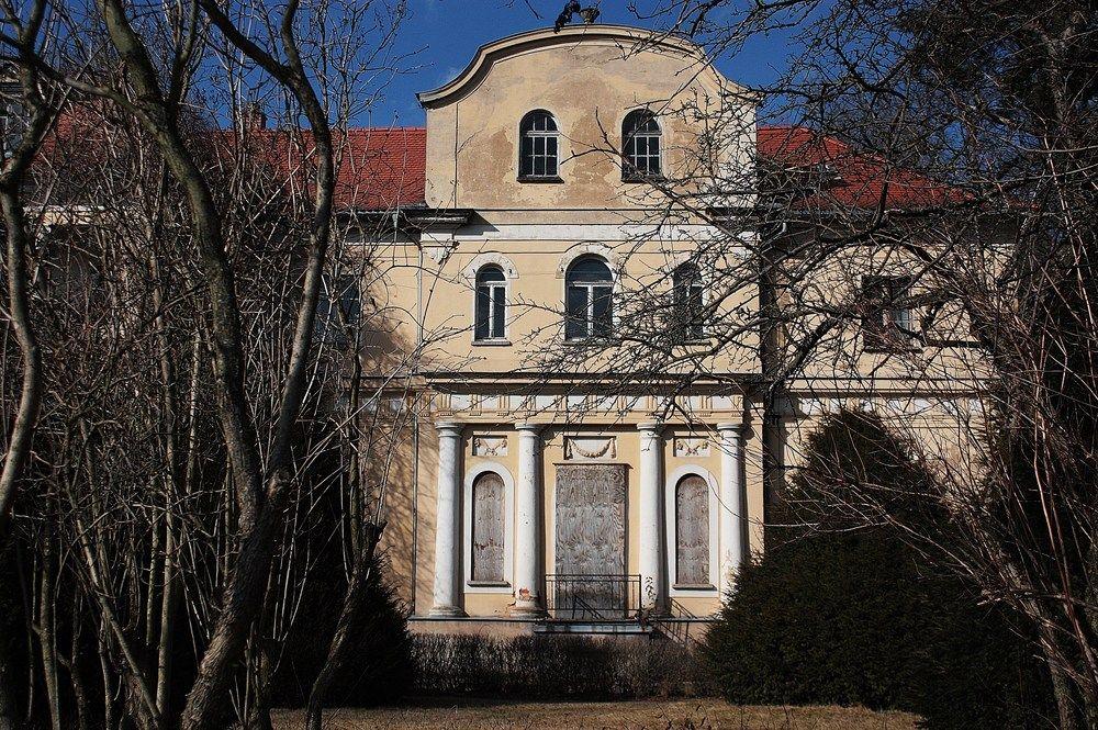 Schloss Tannenfeld Courlande Schloss, Felder