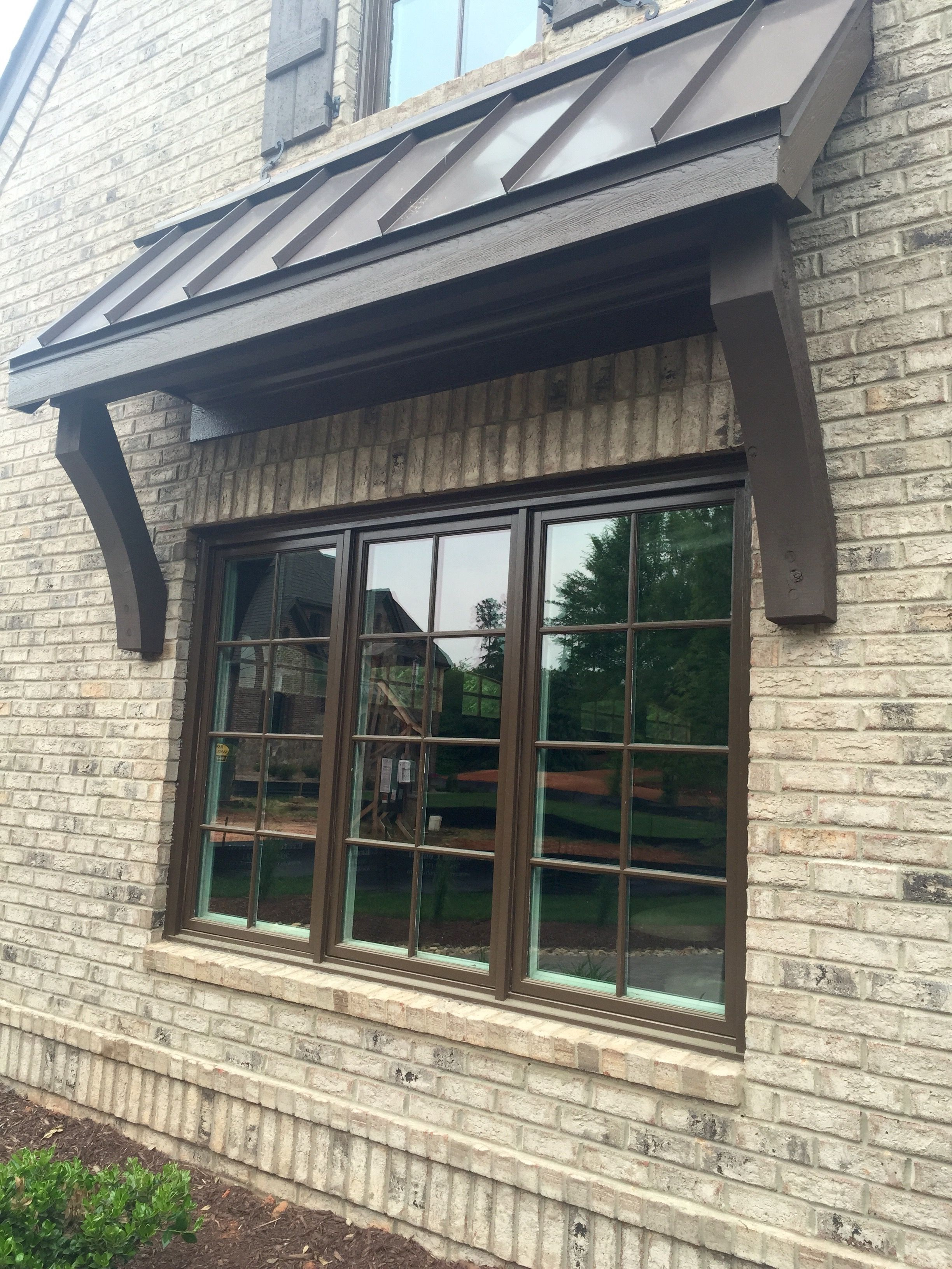 Best Arh Plan Asheville 1267F Exterior 38 Roof Grand Manor 400 x 300