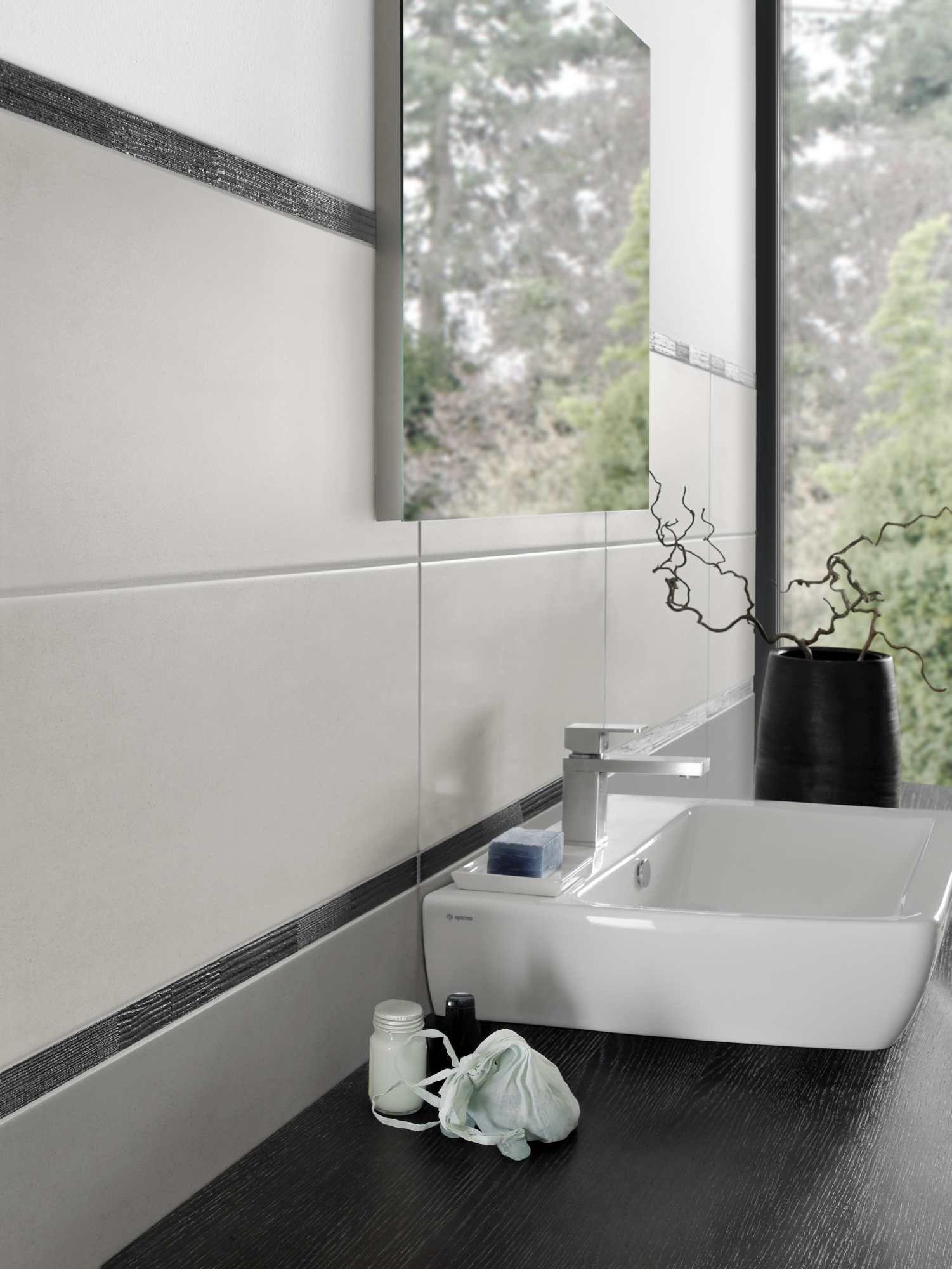 Die Perfekte Fliese Fur S Bad Ist Schon Lange Eine Wichtige Tradition Die Klassiker Sind Schlichte Weisse Wandfliesen B Badezimmer Fliesen Fliesen Badezimmer