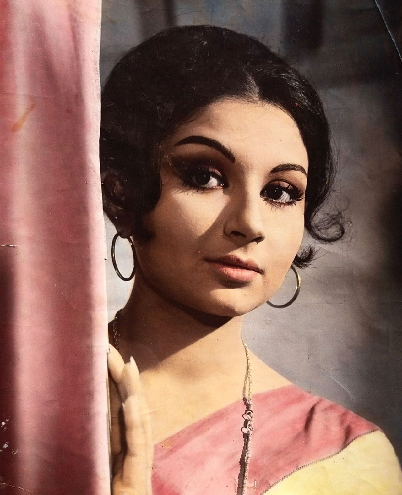Sharmila tagore | Sharmila tagore, Hindi actress, Vintage ...