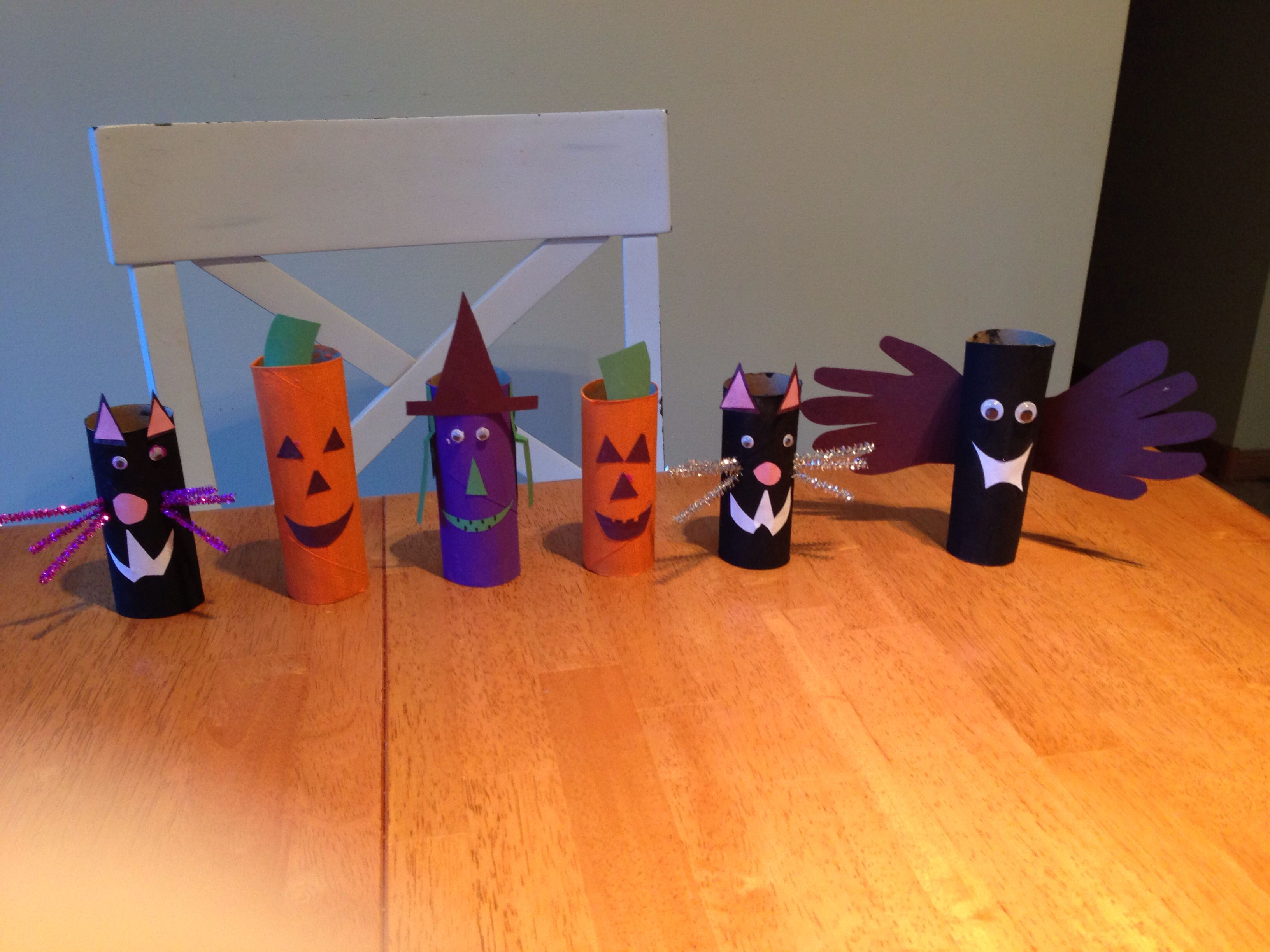 toilet paper roll halloween craft easy to do with toddlers. they can