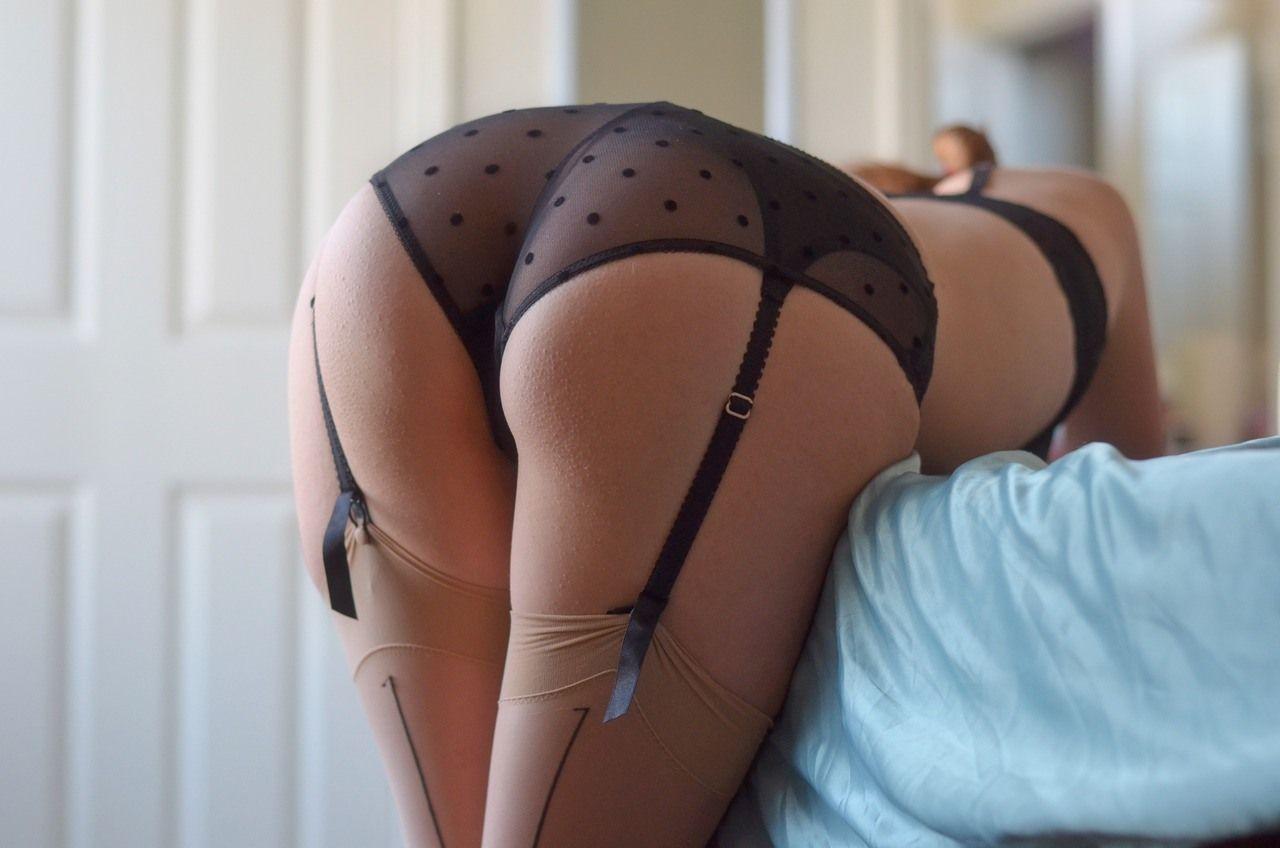 Горячие попец эрос фото как начала мастурбировать