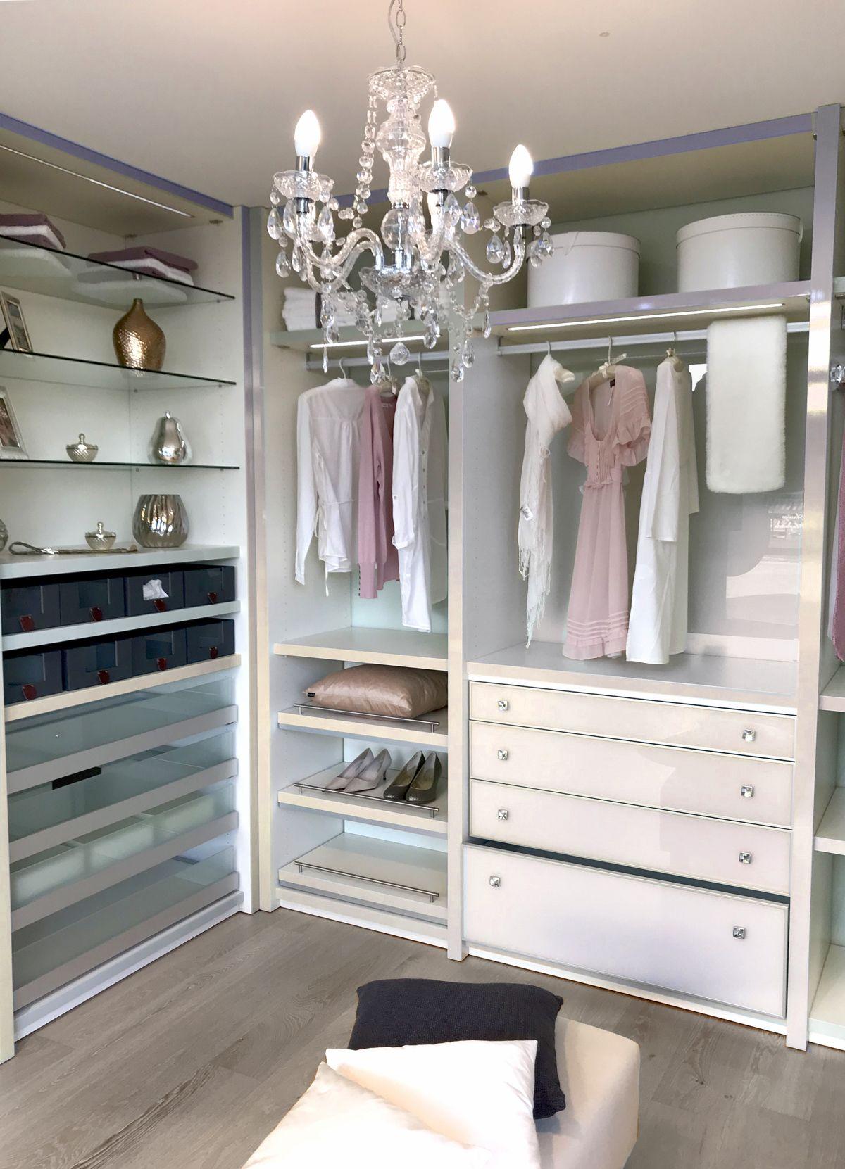 Ein begehbarer Kleiderschrank - der Traum vieler Frauen kann mit ...