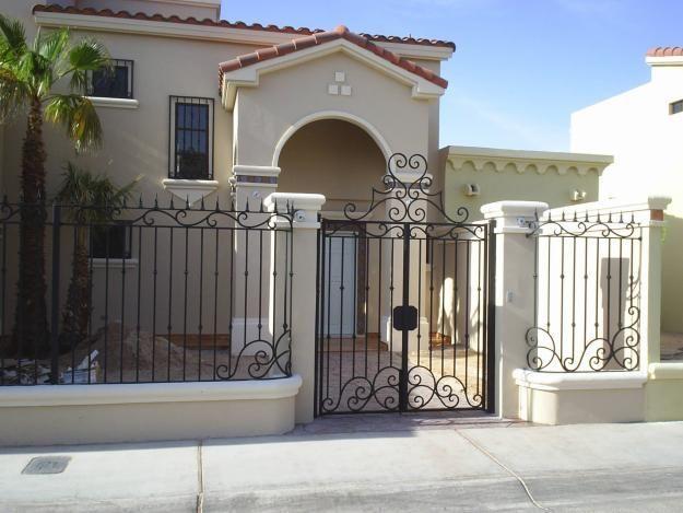 Fachadas de casas modernas con rejas buscar con google - Puertas para porches ...