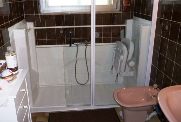 La douche Access http://www.seniorbains.com/douche-access.html offre ...