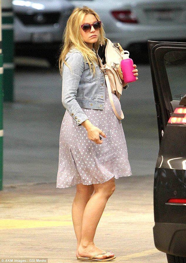 4cf01b708a9 Baby bump  Kristen Bell arrived to her doctor s office for a check up in  Beverly Hills