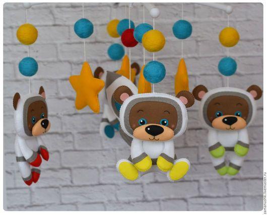 """Детская ручной работы. Ярмарка Мастеров - ручная работа. Купить Мобиль в кроватку """"Мишки в космосе"""". Handmade. Комбинированный, мишка, фетр"""
