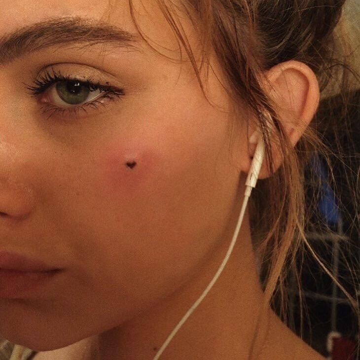 bcbe18115 turn a freckle into a heart in brown ink | tattoo inspo | Small ...