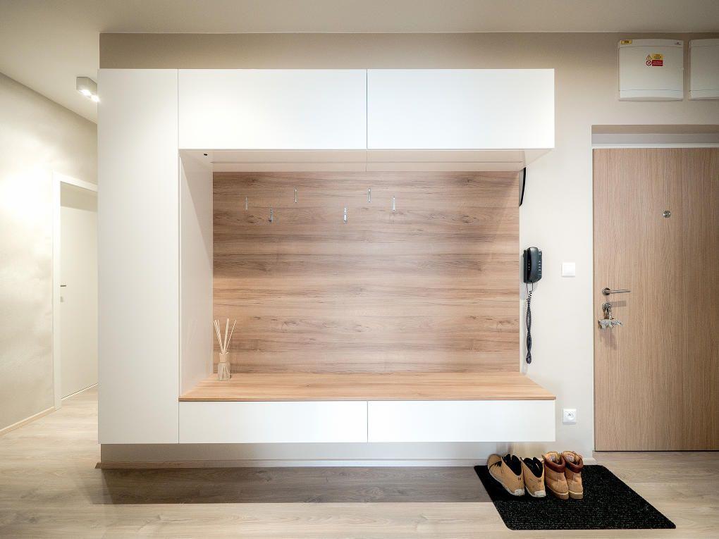 Inspirace Bydleni Szabo Interier Garderobe Schrank Garderoben Eingangsbereich Einbauschrank Garderobe