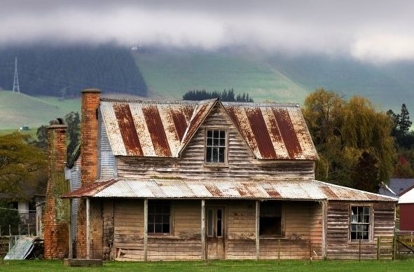 Old Farm House I Could Almost Live There With A Little Bit Of Fixing Old Farm Houses Farmhouse Style House Plans House Plans Farmhouse
