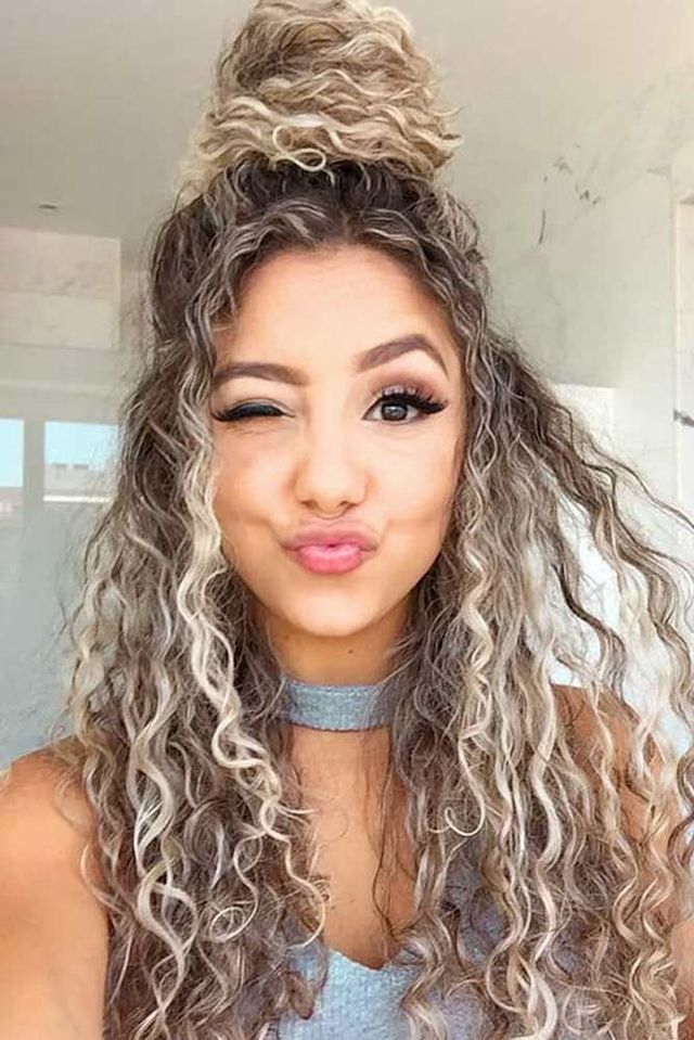 Long blonde curly hair in a half up bun. Kissy face! 😚 (With images) | Curly hair styles easy ...