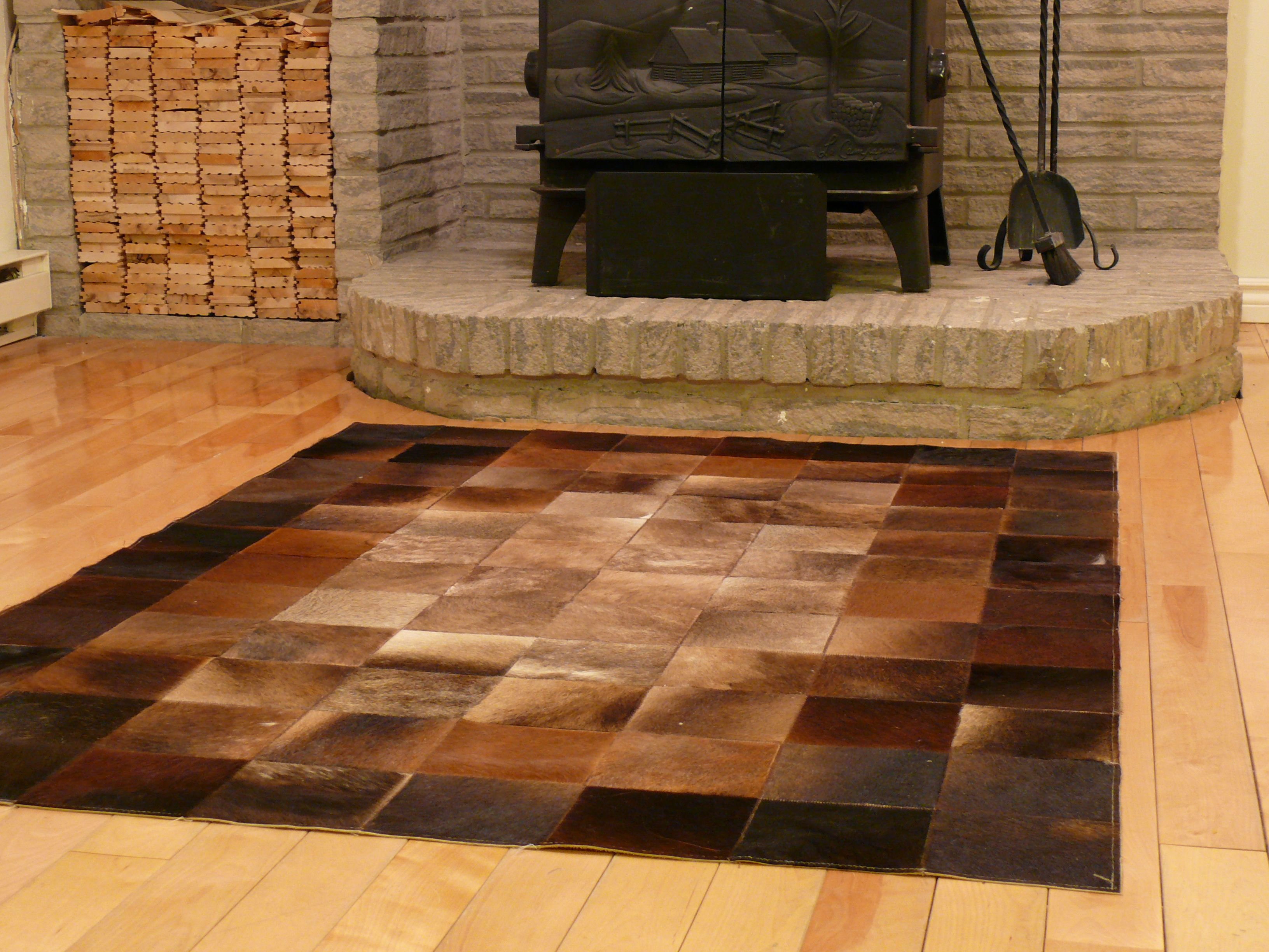 Rectangular patchwork cowhide rug with square shape inside in brown tones.   Do you have a room with a lot of light? This area rug is perfect for bright spaces and will make your room look warmer and intimate.