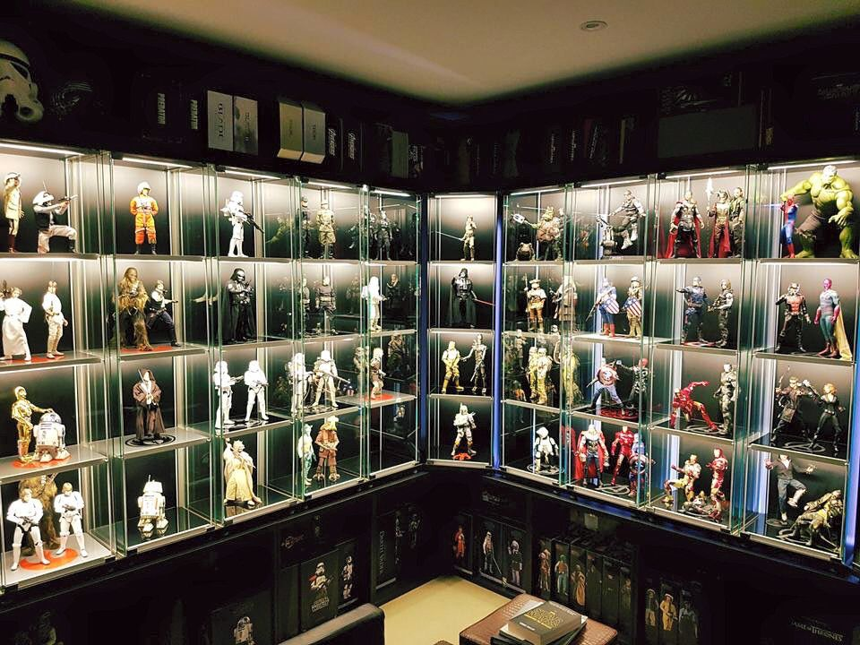Wow star wars sideshow and hot toys marvel hot toys for Hot toys display case ikea