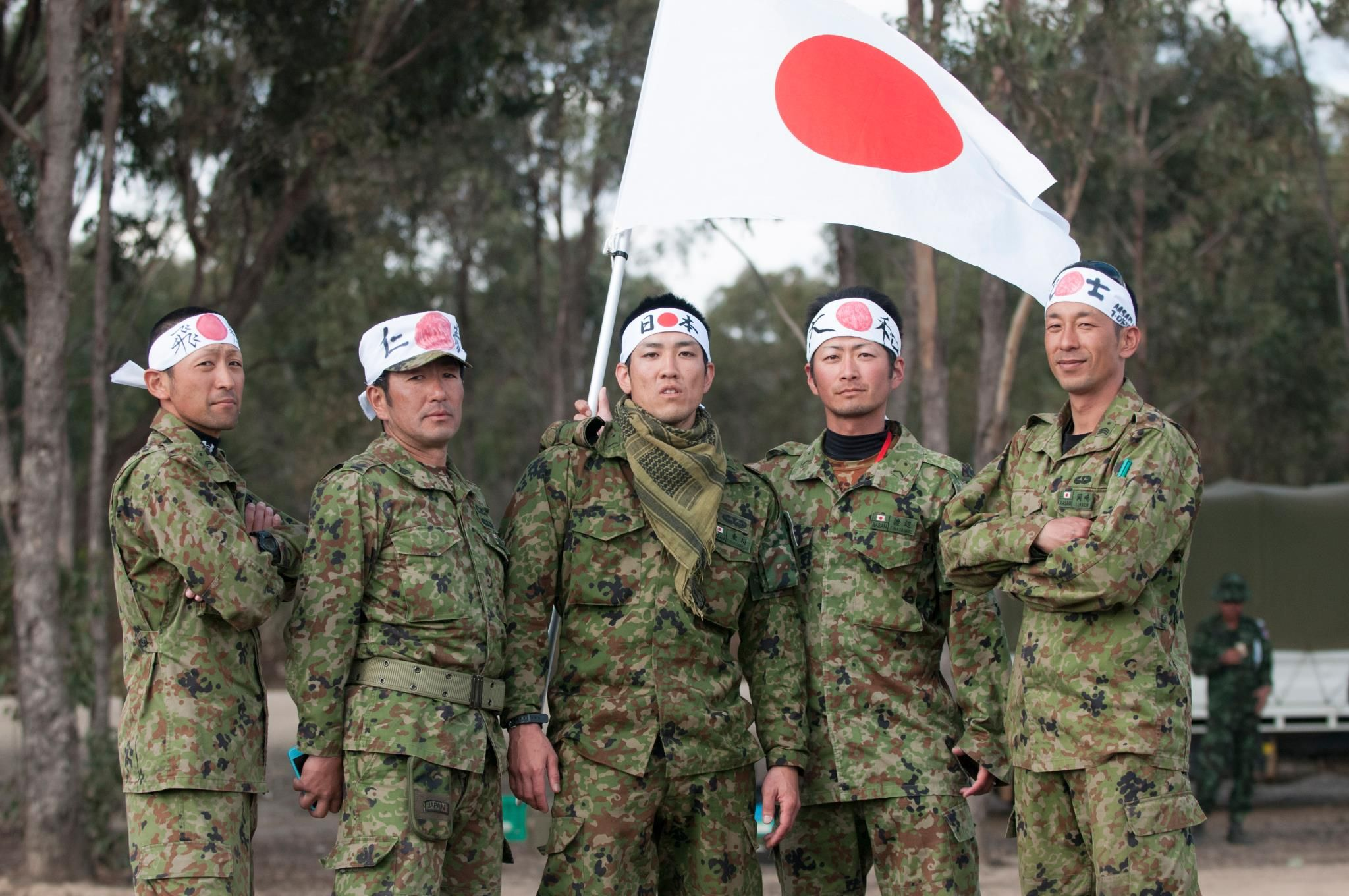 Jgsdf soldiers pose for a picture 2048x1360 with images