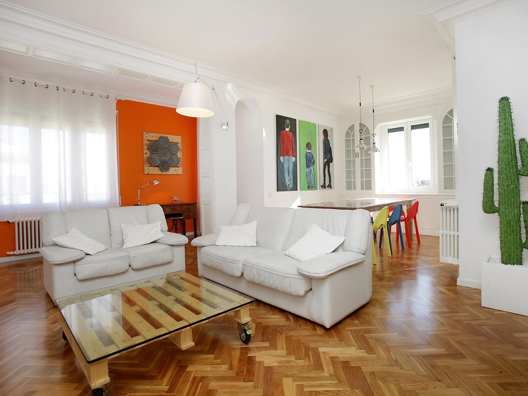 Roger de Lluria Passeig de Gracia 4 Bedroom Apartment Barcelona, Spain