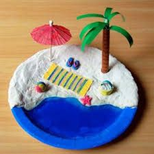 Mini Beach craft  Construct a miniature beach scene on a paper plate with dough sand and a jelly ocean! Add other elements that you love about the beach ... & una platja feta amb un plat de plàstic. | Kids Crafts | Pinterest ...