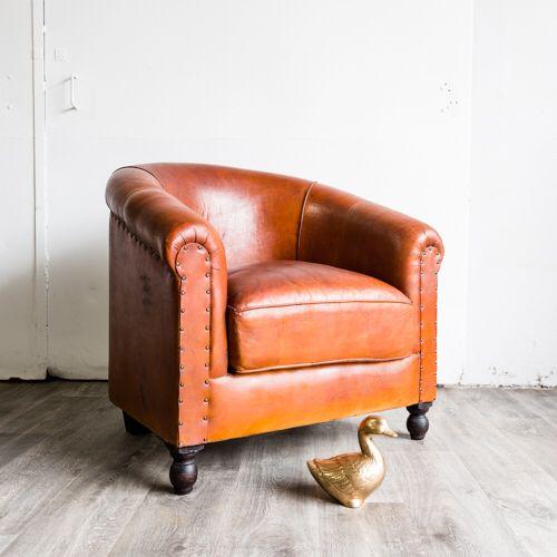 Ein Sensationsfund!   Der Clubsessel wurde von einem holländischen Designer gefertigt und ist wahrscheinlich aus Pferdeleder hergestellt worden.   Bald in unserem Shop auf www.locadoro.de erhältlich. Wir freuen uns auf Ihren Besuch!
