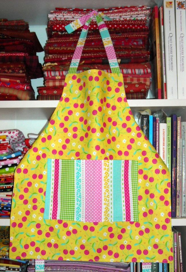 Reversible Child S Apron Made With 3 Fat Quarters Free