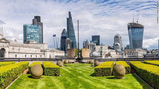 16 Incredible Rooftop Bars Around The World Best Rooftop Bars Roof Gardens London Places To Go
