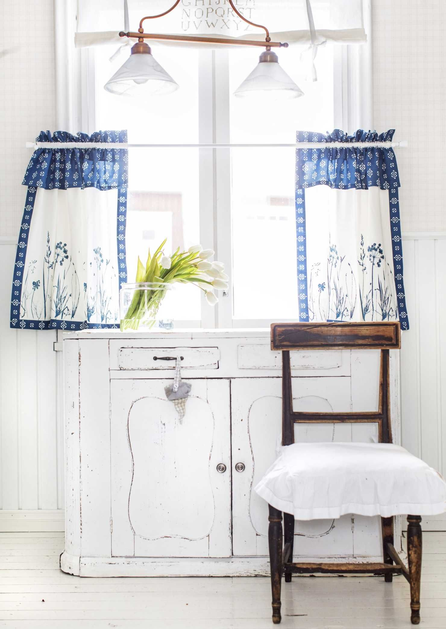 pretty vintage kitchen cabinet and window coverings ...