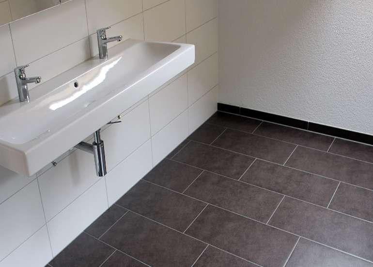 Badezimmer Boden Verlegen Badezimmerbodenverlegen Badezimmerpvcbodenverlegen Badezimmer Fliesen Badezimmer Boden Badezimmer Platten