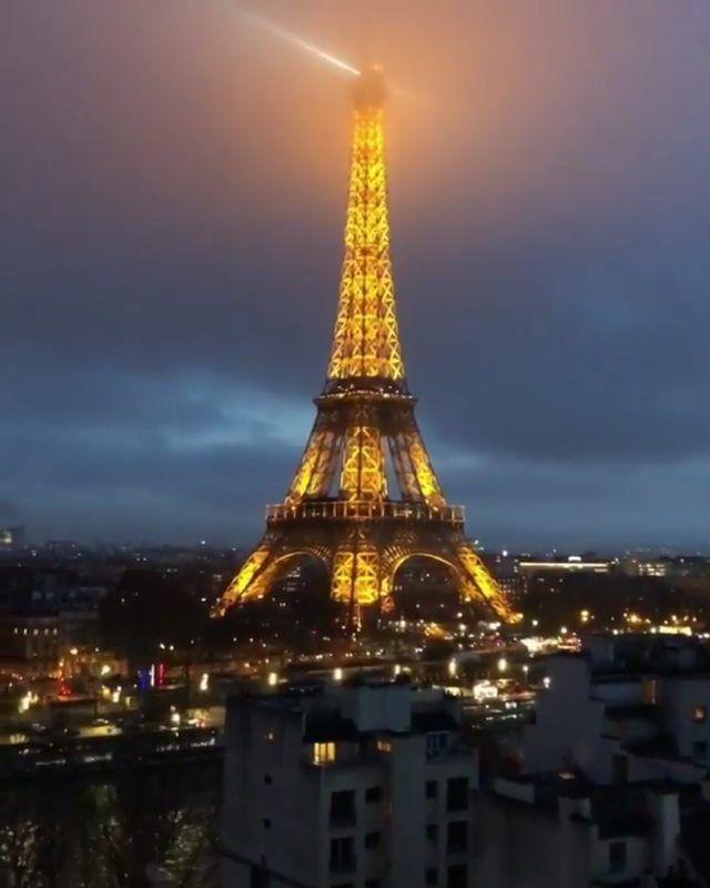 Amazing bedroom views 😍 📹 @thiago.lopez Follow @billionairehouses_ for more ! . . . . . . .  travelling  traveler  video  viralvideo…