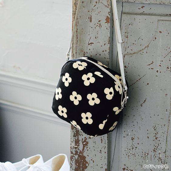 ポーチにもなる2wayバッグ!スクエア型の花柄の小さなポシェットの作り方(バッグ)