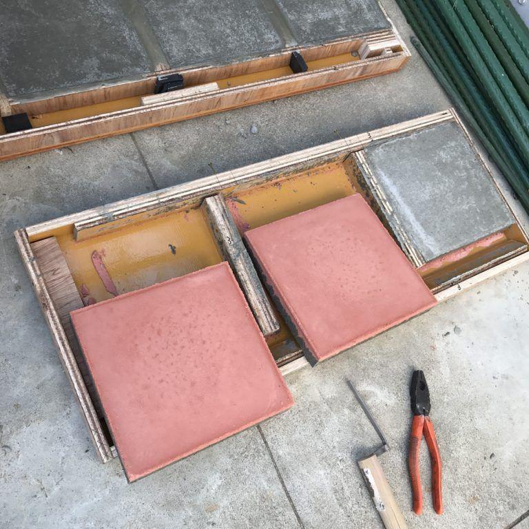 カラーコンクリートタイル 平板 を作っています コンクリート