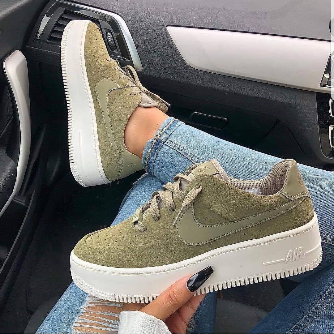 Pin van t e s s a op Schoenen Nike sneakers, Sneakers mode