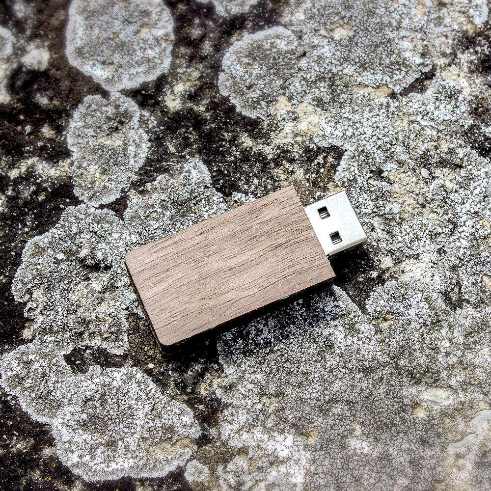 EU manufactured Wooden USB memory stick by DROWA =) Used material is walnut veneer #drowa #goodsfromthewoods #drowashop #woodenusb #handmade #art #love #woodworking #slovenia #ifeelslovenia #veneer #walnut #lasercut