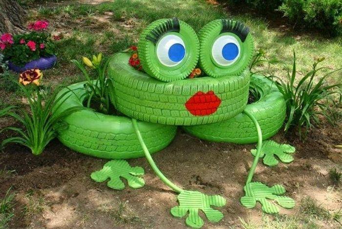 gartendeko selber machen autoreifen grün bemalen cooler frosch - gartendeko aus beton selbstgemacht