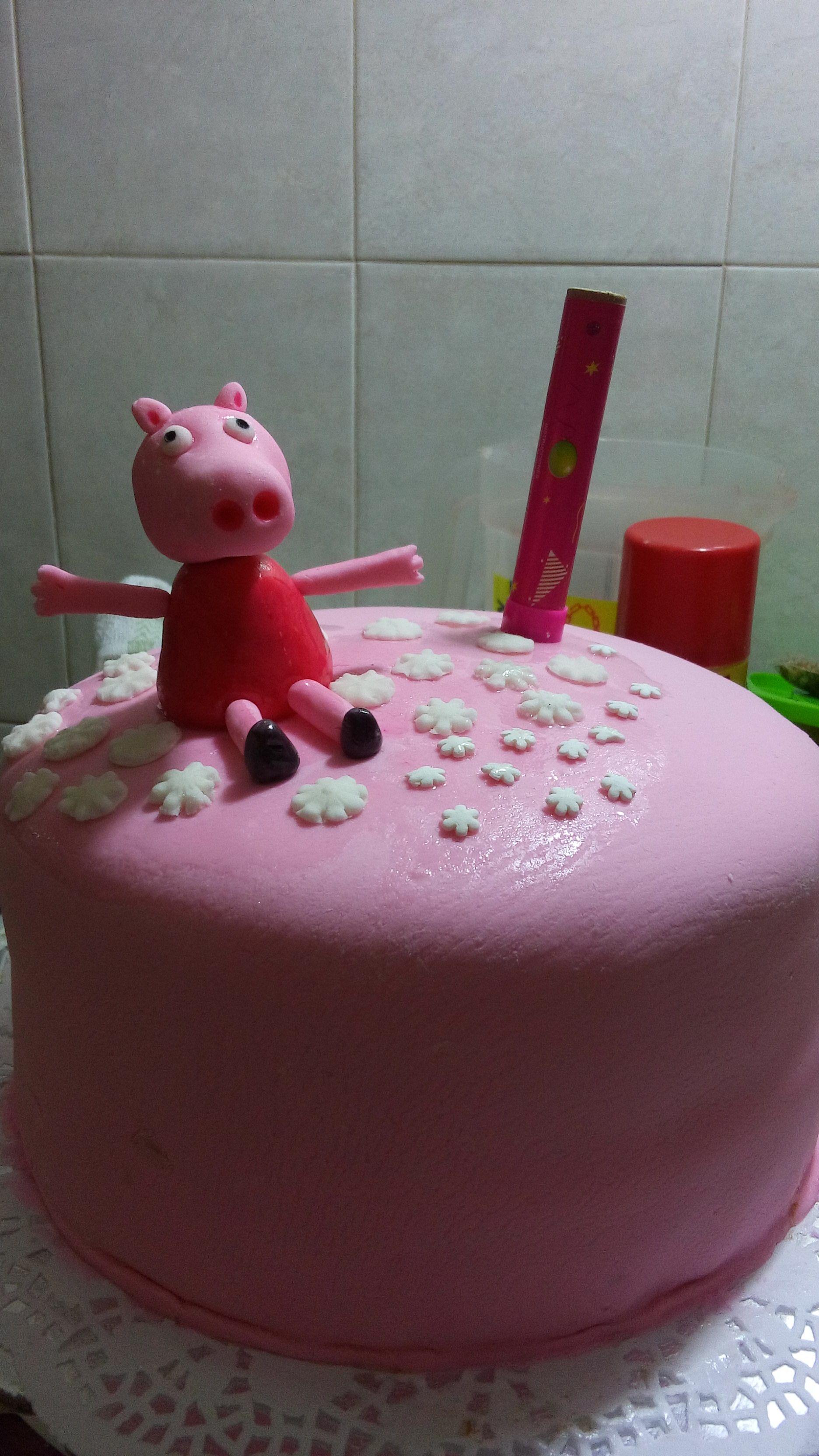 Mi Pastel de Peppa Pig! fondant de bombones o marshmellows, y pan de vainilla con relleno crema.