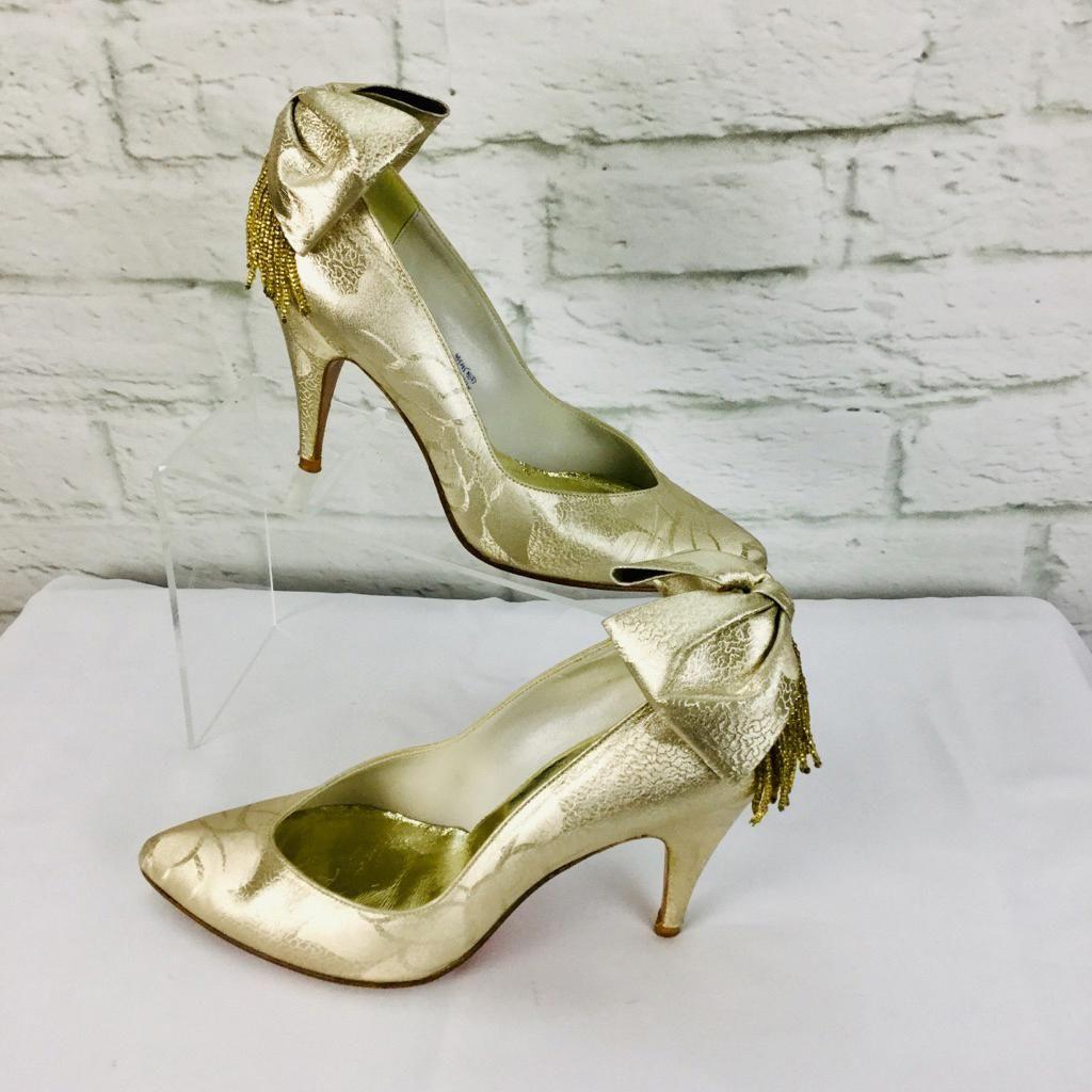 Stuart Weitzman Shoes Vintage Stuart Weitzman Pumps 6 B Gold Fabric Color Gold Size 6 Stuartweitzman Stuart Weitzman Pumps Stuart Weitzman Heels