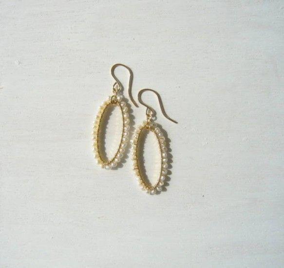 オーバル型のリングにケシパールをまいてとてもシンプルなピアスを作りました。とても上品でどんな洋服にも合わせやすいです。*素材*14KGF(ゴールトフィルド)&...|ハンドメイド、手作り、手仕事品の通販・販売・購入ならCreema。