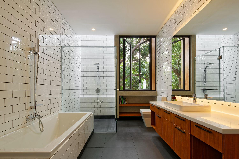 Gallery Of Inside Outside House Tamara Wibowo Architects 10 Casas Construccion De Viviendas Apartamentos Pequenos