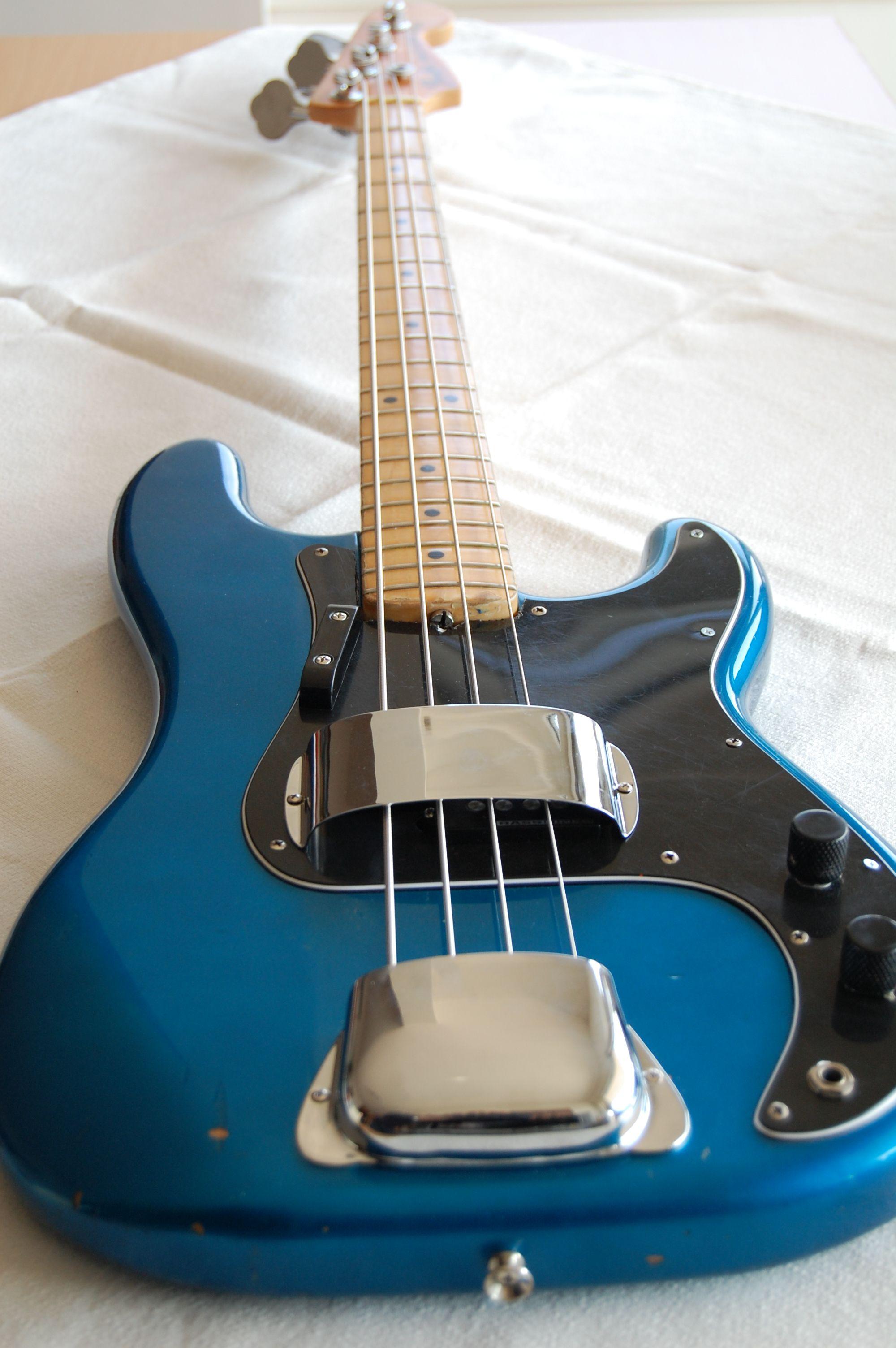 753377.JPG 2,000×3,008 ピクセル Fender bass guitar, Bass