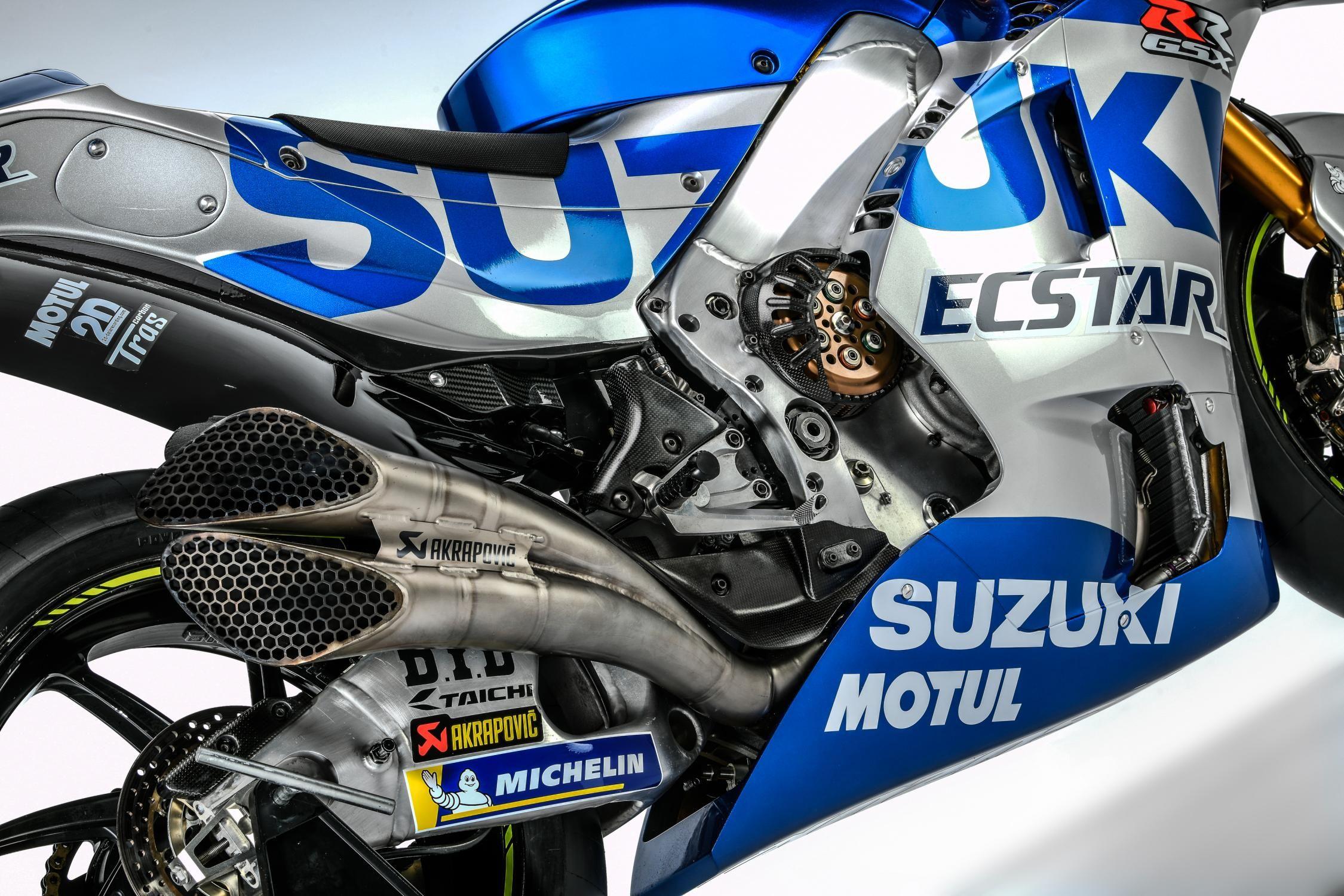 Mega Gallery Suzuki Luncurkan Gsx Rr 2020 Dengan Livery Baru Silver Di 2020 Motogp Honda Pembalap