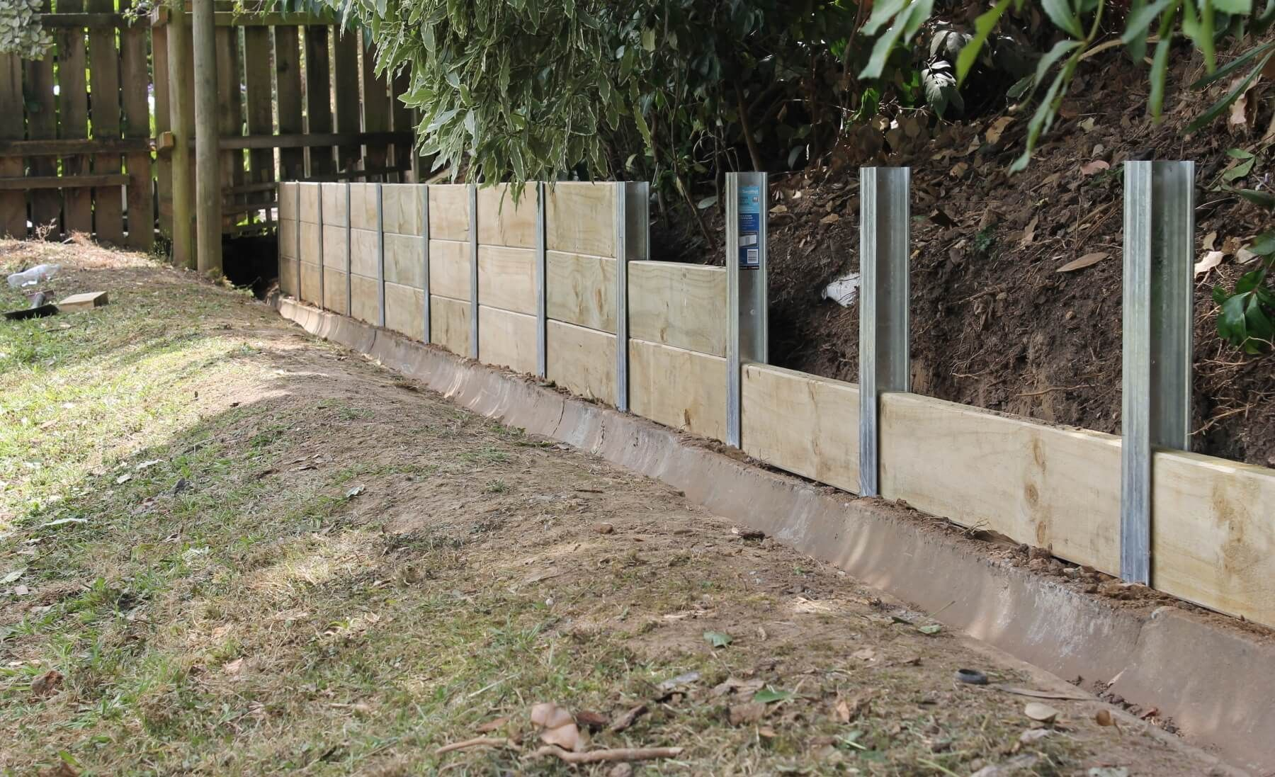 Sleeper Retaining Wall Steel Posts Uk Google Search Garden Retaining Wall Wood Retaining Wall Landscaping Retaining Walls